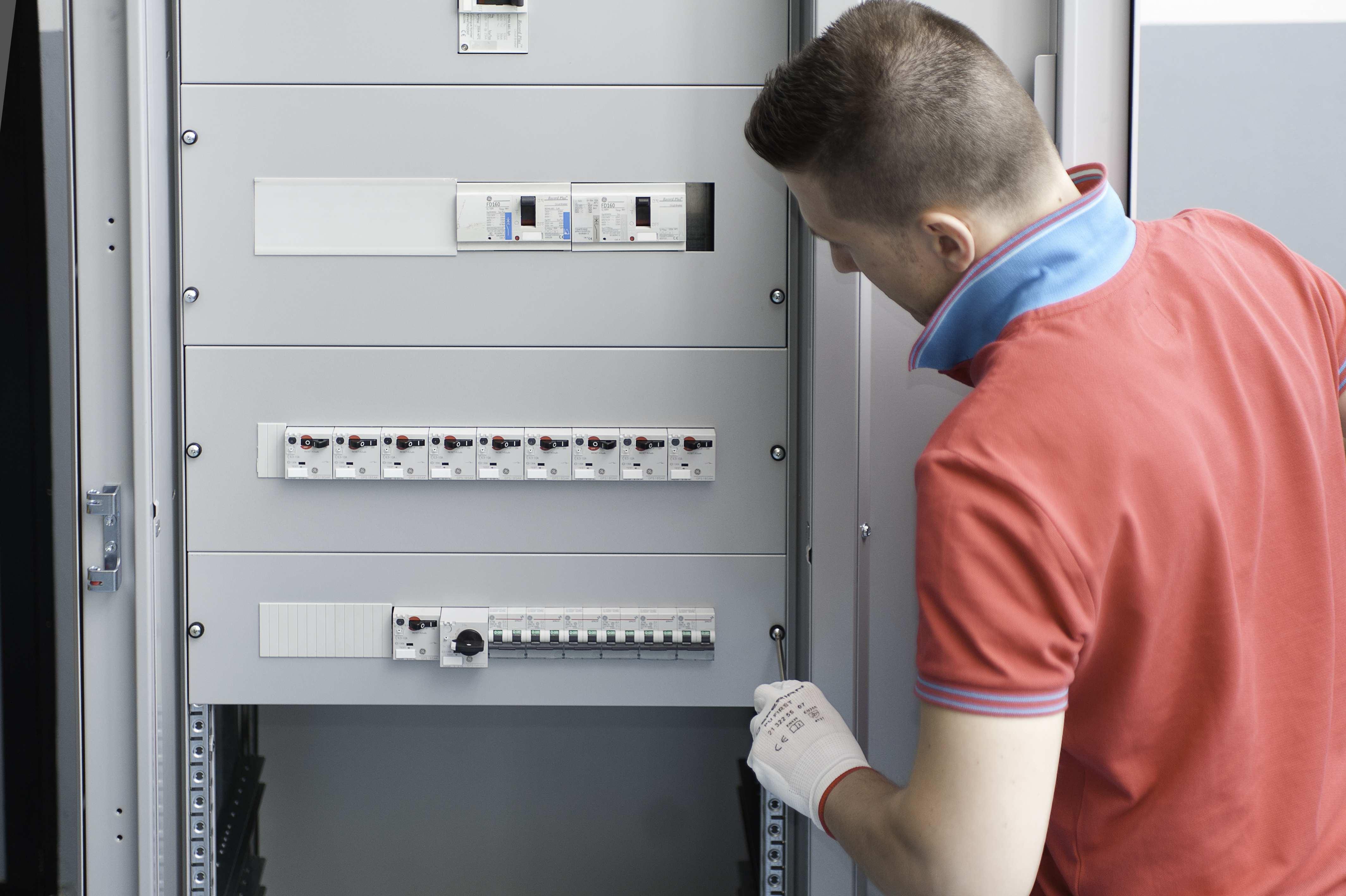 Schemi Elettrici Quadro : Obbligatorio il collaudo se si modifica un quadro elettrico elettro
