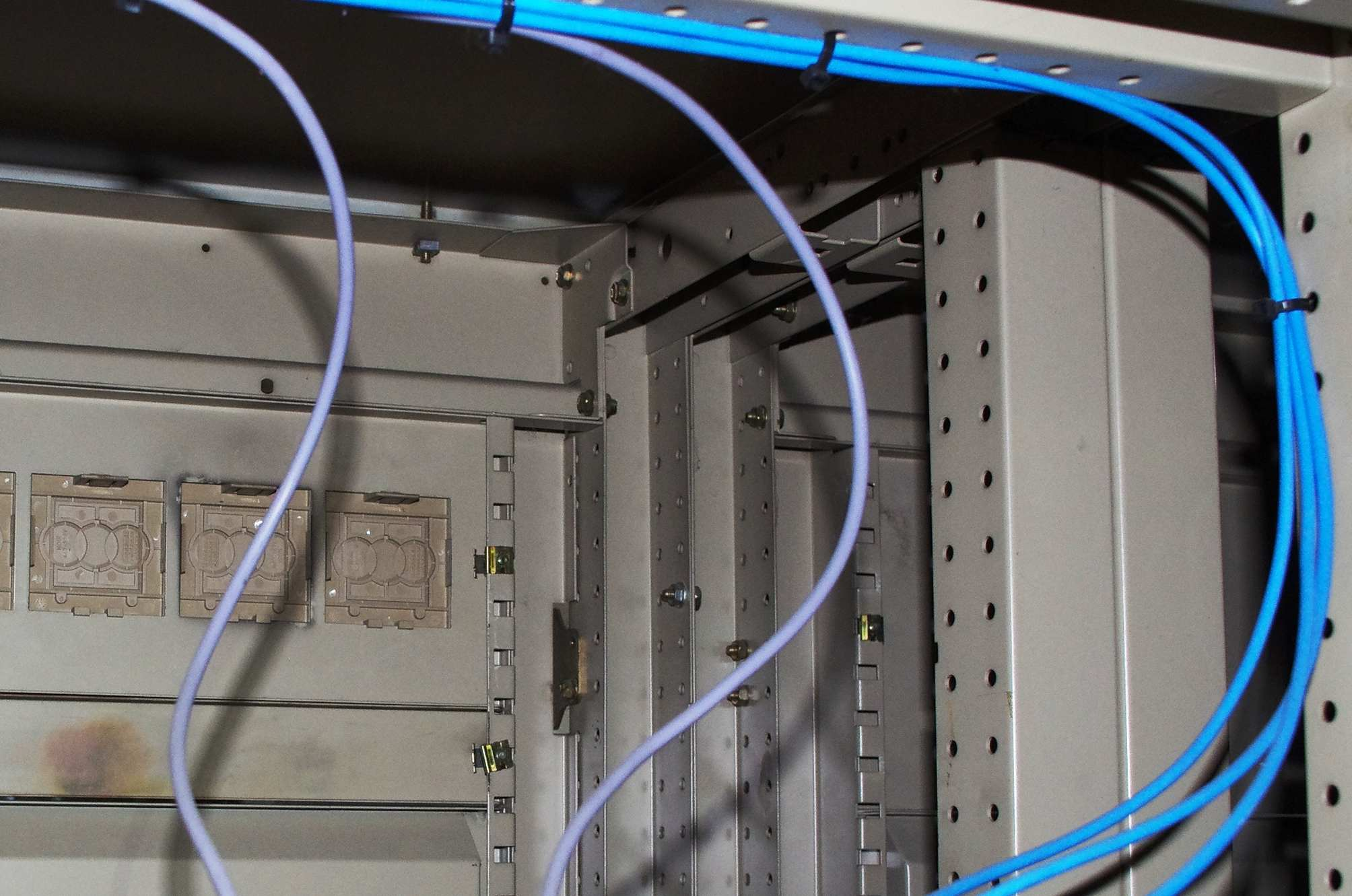 Colori fili elettrici impianti civili trendy sappiamo bene che un impianto suddiviso e con pi - Colori cavi elettrici casa ...