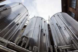 Cisterne per stoccaggio della birra all'esterno della Menabrea
