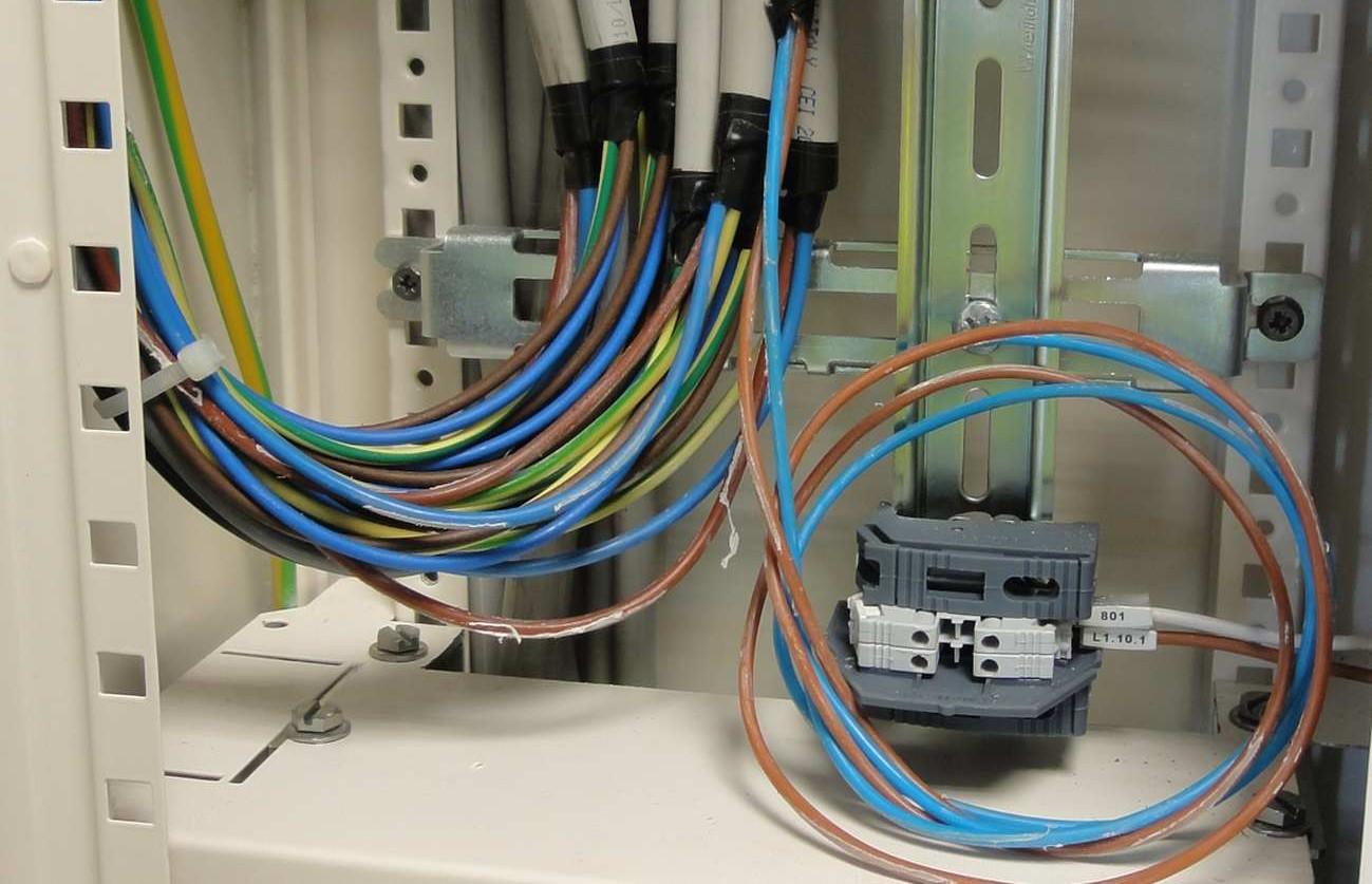 Schema Cablaggio Quadro Elettrico Trifase : Mini guida all uso dei cavi in un quadro elettrico elettro