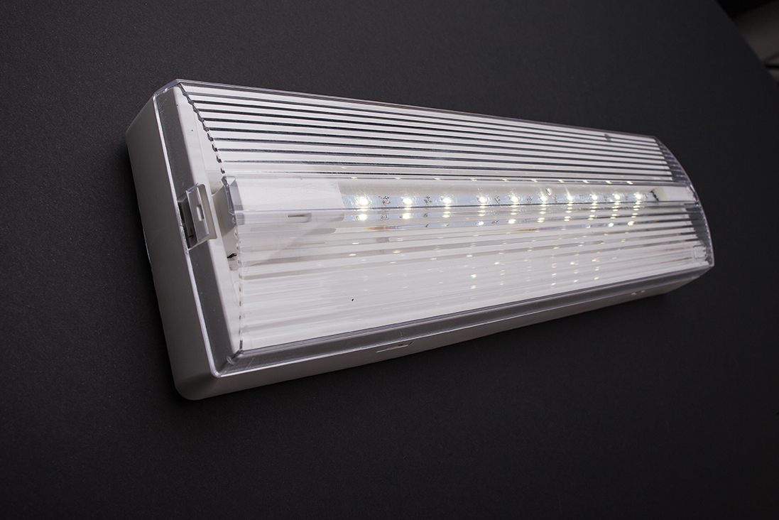 Apparecchi per illuminazione di emergenza rilux led di for Lampada led lunga