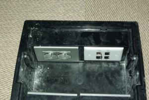 Un indiospensabile strumento di installazione, quando mancano le condizioni per la posa sotto il piano delle scrivanie