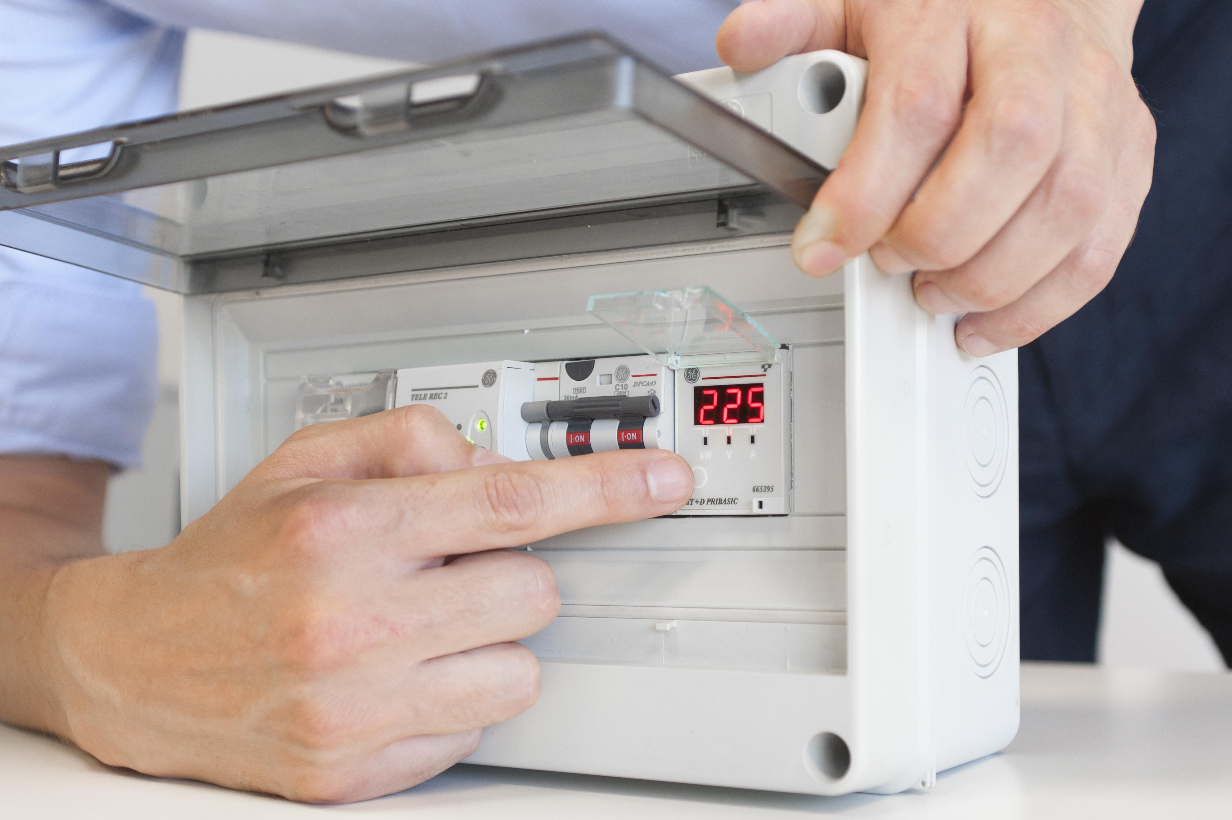 Schemi Elettrici Elettrodomestici : Stop ai black out con un piccolo relè elettro