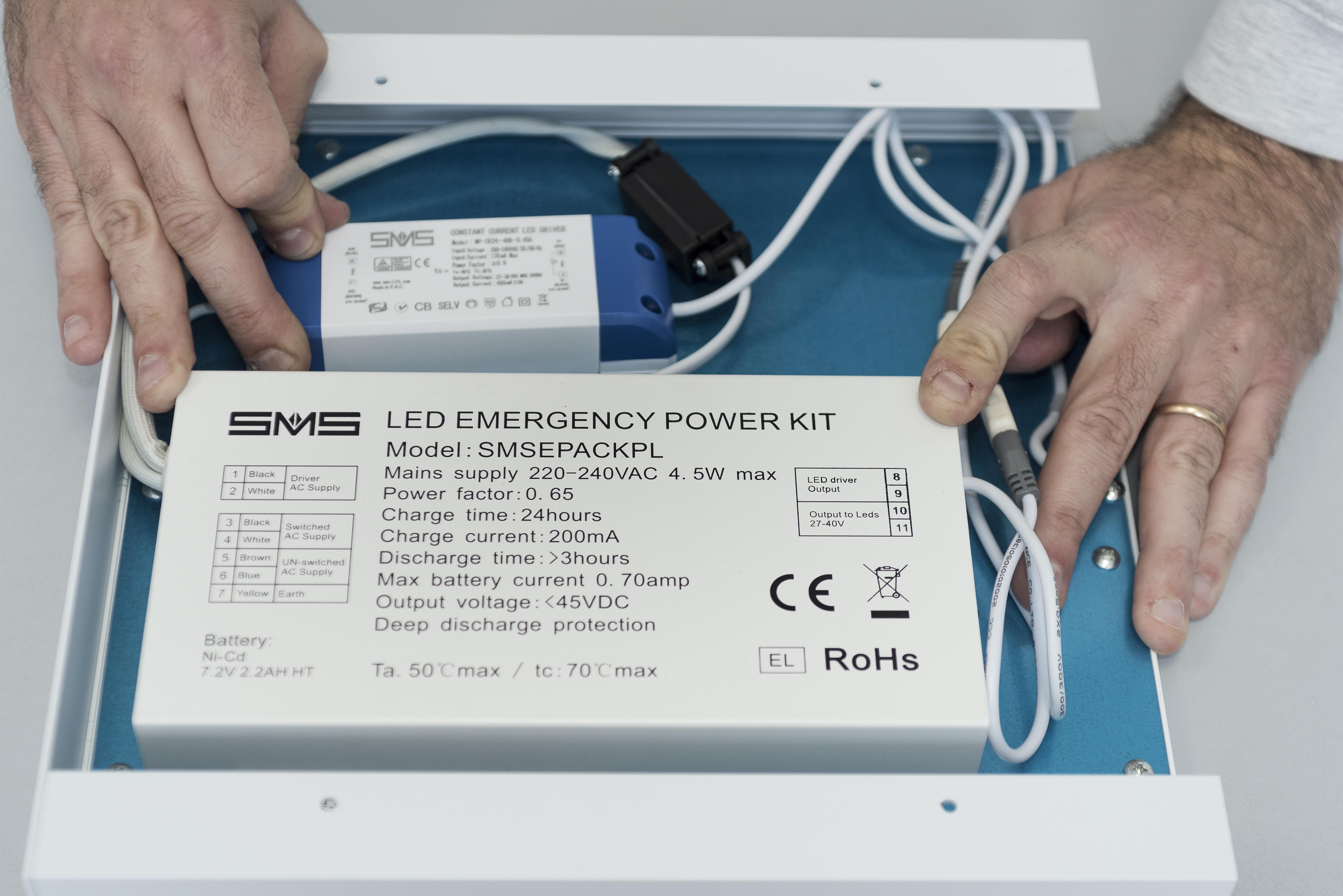 Plafoniere Con Luce Emergenza : Un pannello led per l illuminazione d emergenza elettro