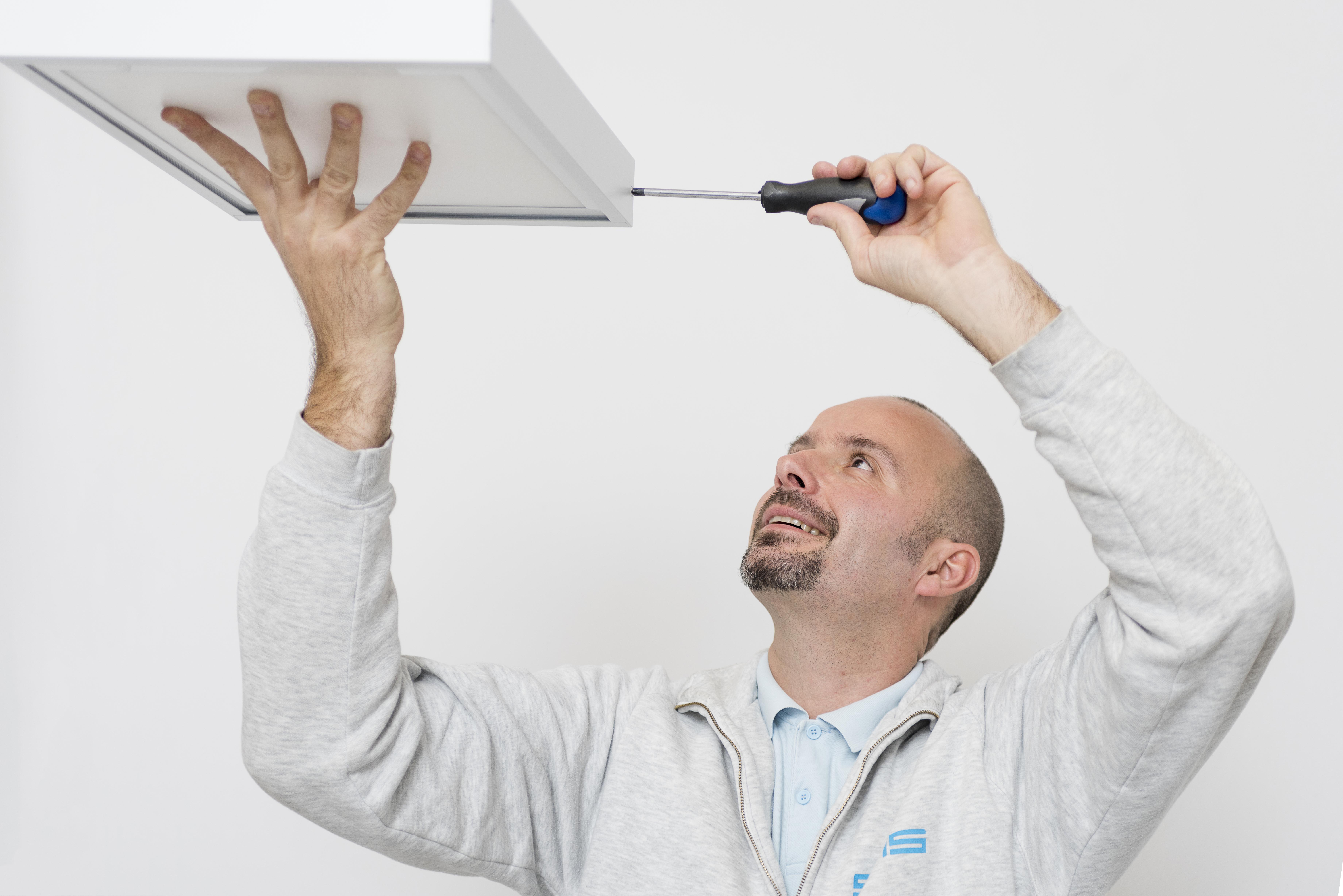 Plafoniere Per Ufficio A Led : Un pannello led per l illuminazione d emergenza elettro
