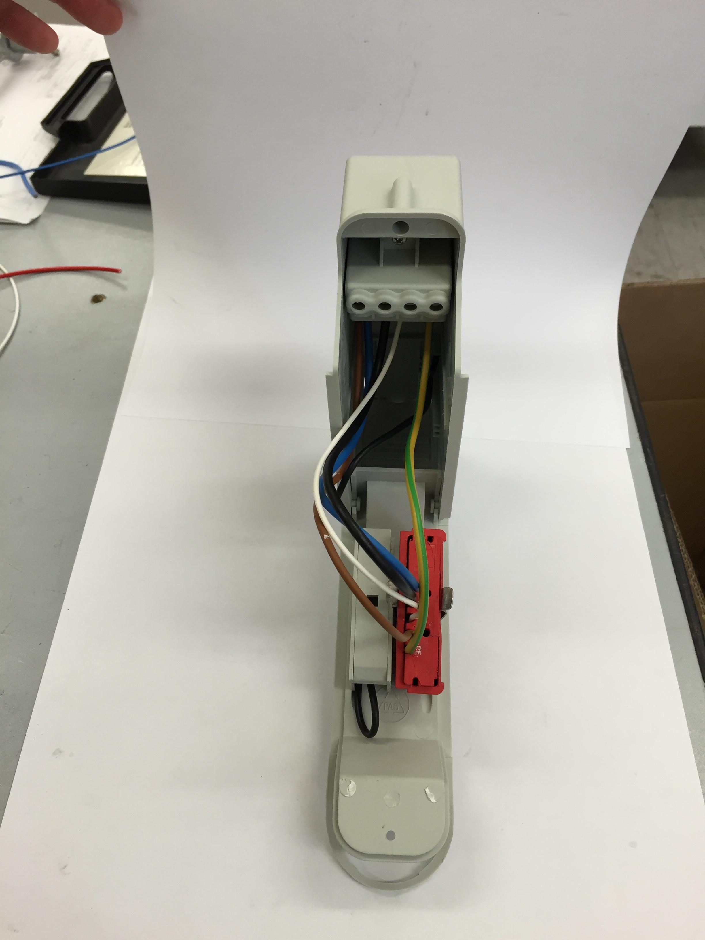 Schema Quadro Elettrico Per Illuminazione Pubblica : Morsettiera da palo con scaricatore per protezione da