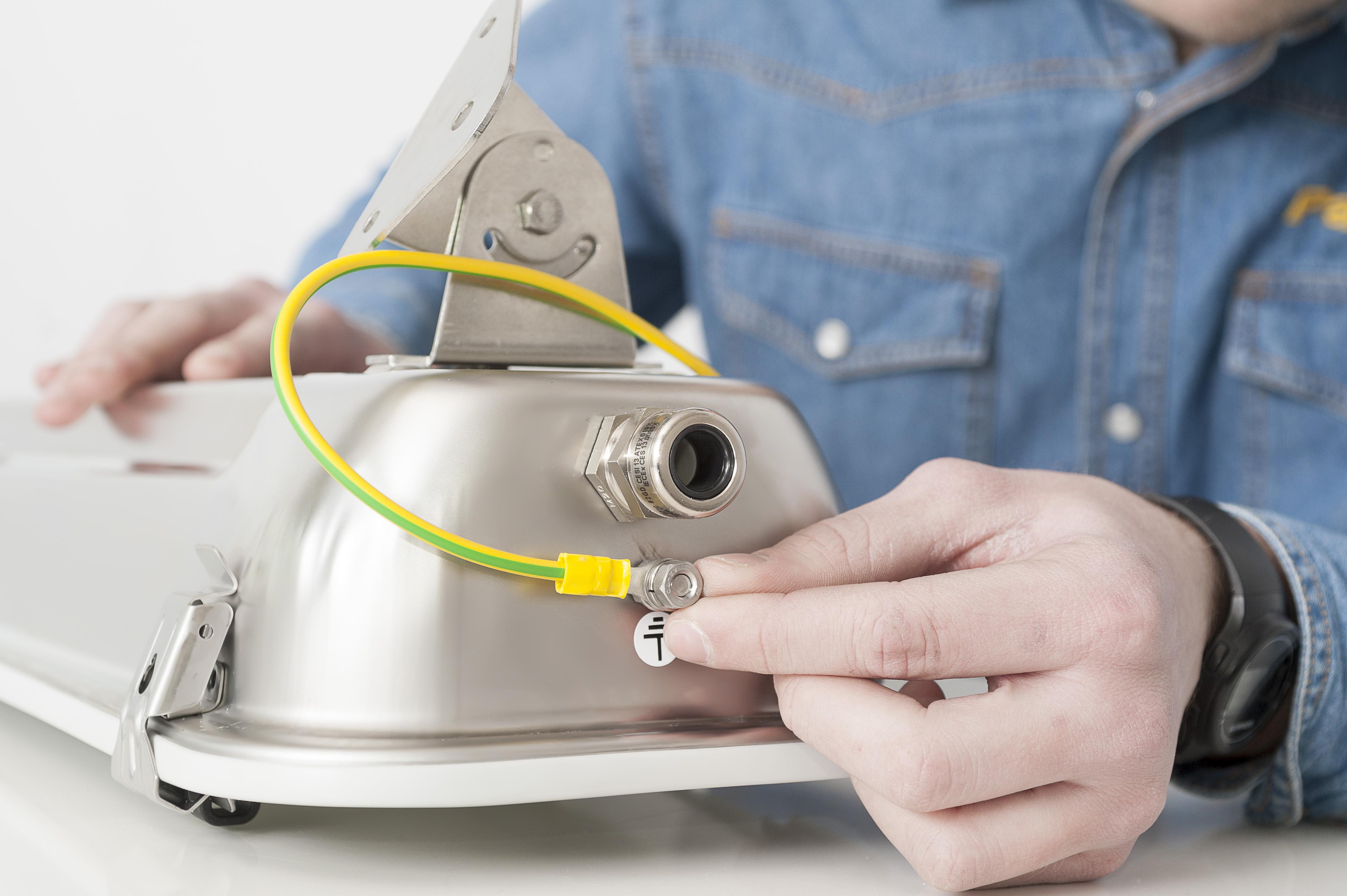 Plafoniera Officina : Plafoniere sicure per laboratori e officine elettro