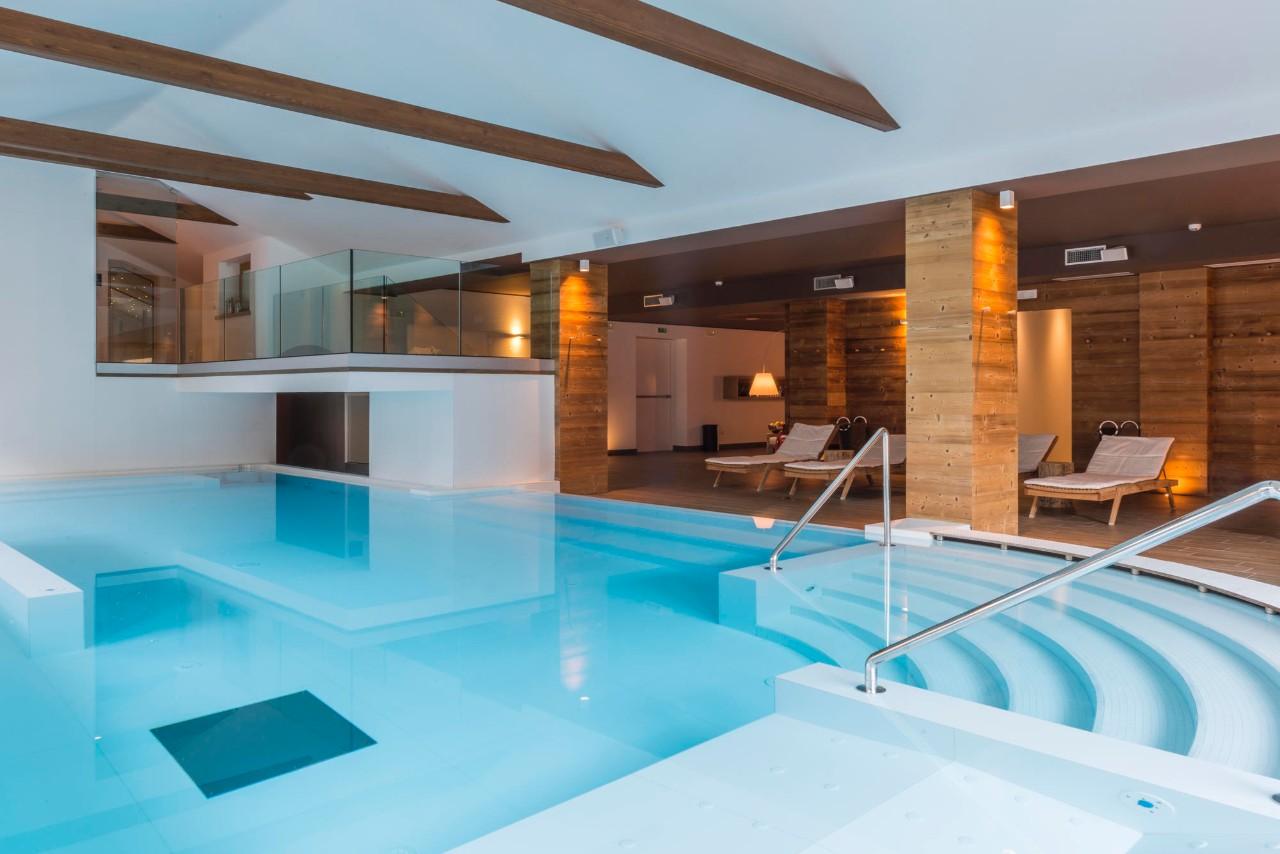 Tecnologia e charme per l hotel in montagna con la domotica gewiss elettro - Hotel con piscina montagna ...